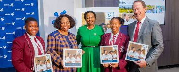 Minister Angie Motshekga, Sasol Executive Charlotte Mokoena, Sasol CEO Fleetwood Grobler with Sasol foundation beneficiaries
