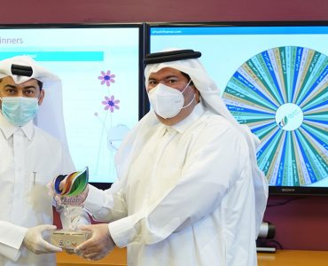 FEC Representative offering Qatar eNature Trophy to the Minister of Education